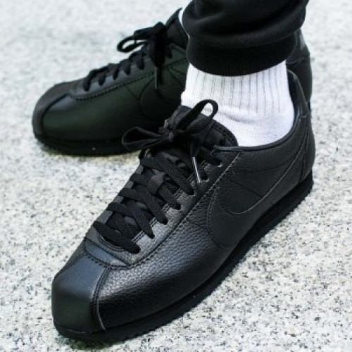 https://sportbrend.com/image/cache/catalog/products/ni/nike-cortez-classic-leather-749571-002-5b44799317ebc-500x500.jpg